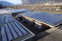 Photovoltaikanlagen auf den Dächern der Produktionshallen